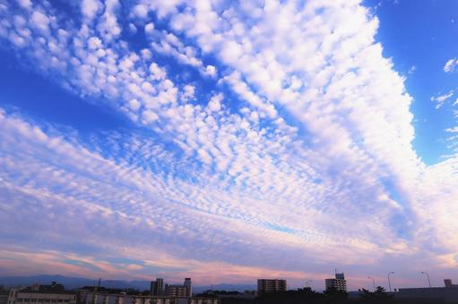 The brilliance of beautiful clouds in the blue sky