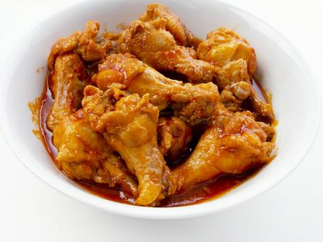 Boiled chicken wings with ketchup
