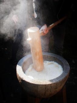 pounding mochi