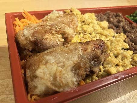 三餐索博羅便當配炸雞(上)