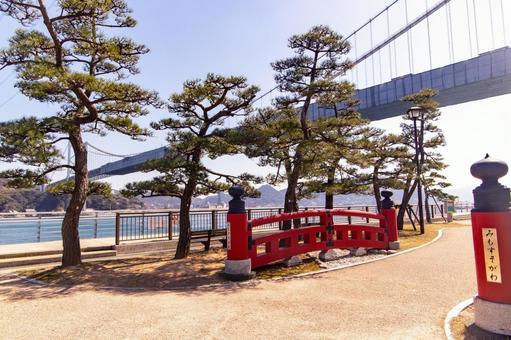 The parapet of Mimosusogawa Park and the Kanmon Bridge