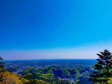 신록의 카오산 맑은 하늘 풍경