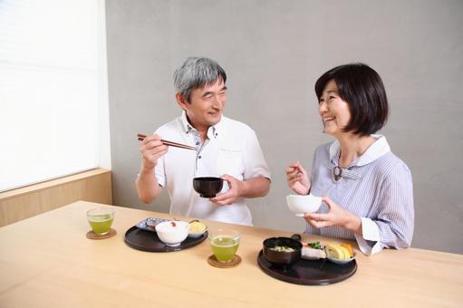 老年夫婦3吃