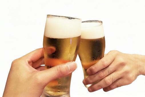 맥주 잔 건배 흰색 배경