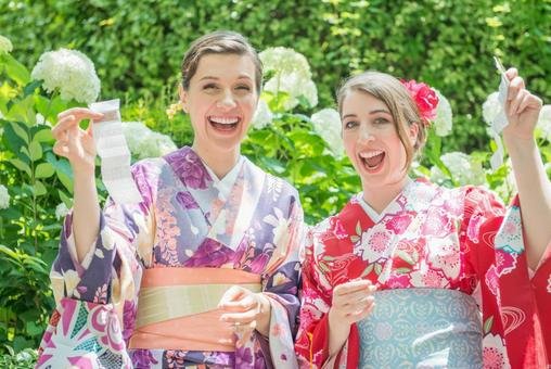 Yukata women with Omikuji in front of hydrangea Foreign tourists 3