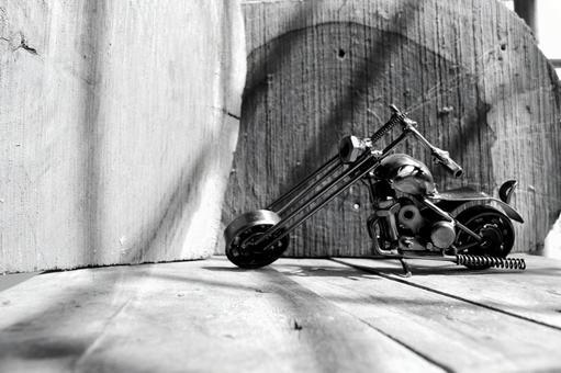 黑色和白色的自行车