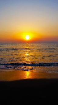 바다에서 떠오르는 해의 풍경 0225