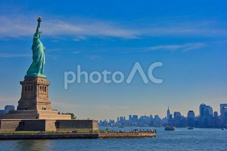 アメリカ・ニューヨーク・青空の自由の女神像の写真