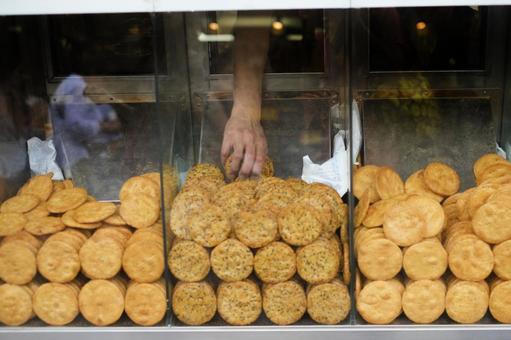 Cracker shop