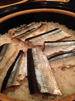 Rice cooked with saury