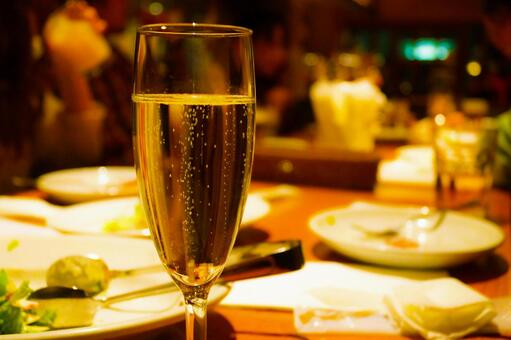 Sparkling wine to drink at the restaurant