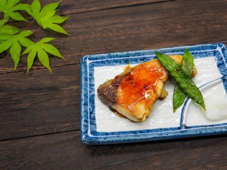 Teriyaki yellowtail and deep-fried yellowtail silk pods