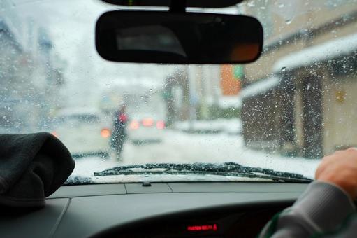 在下雪天驾驶