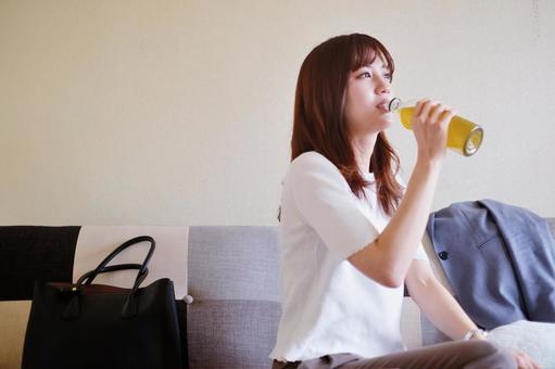 OL drinking tea
