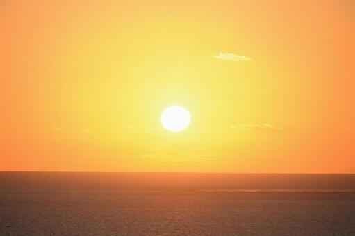 感動的な沖縄の日の出ー沖縄県知念岬ー