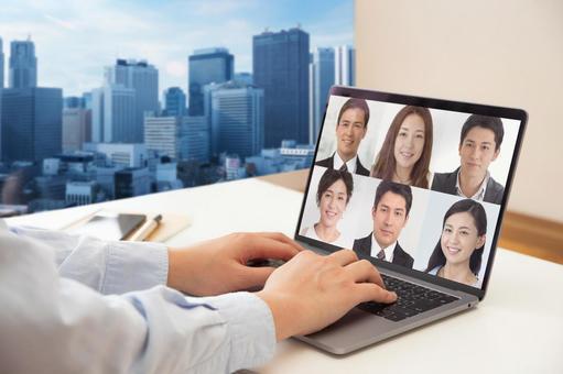 ノートパソコンでビデオ通話をする男性の手-ビジネス背景