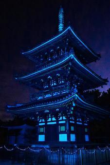블루 물든 鶴林寺의 삼중 탑