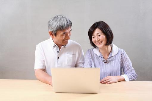 老年夫婦4對於PC