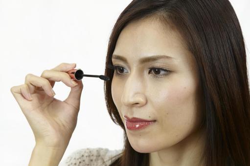 婦女粉刷睫毛膏6