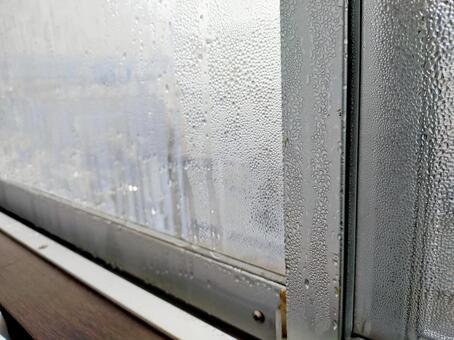 窗戶上的露水