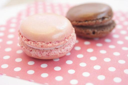Pink and chocolate macaroons