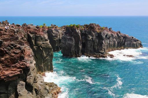 절벽과 푸른 바다 (시즈오카 현 · 죠 가사키)