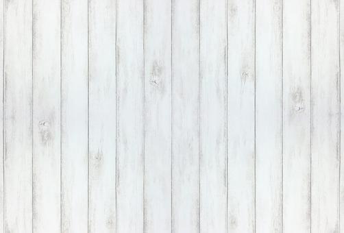 用白色油漆塗刷的板牆
