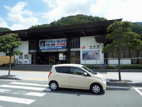 Mobi station building