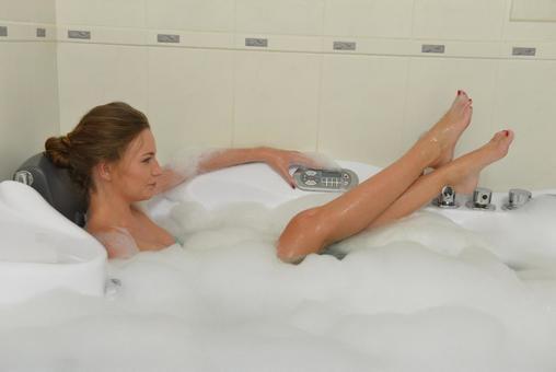 호텔 목욕 중 여성 65