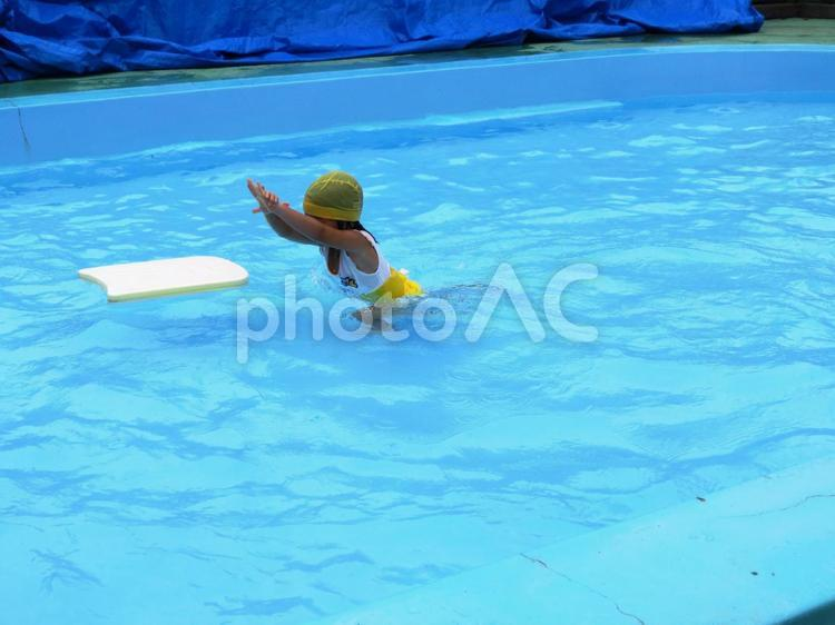 泳ぐ練習の写真