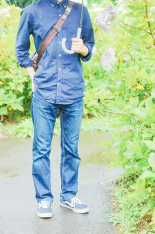 A man with a hydrangea and an umbrella ②