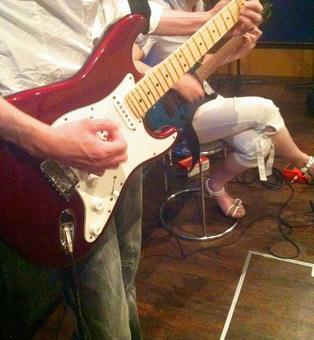 Practice of electric guitar