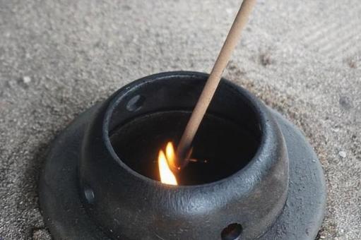 사원에서 향에 불을 붙일 곳, 미야기 현 센다이시 (정의 산 극락사)
