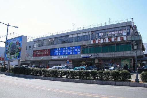 Higashiokazaki station building