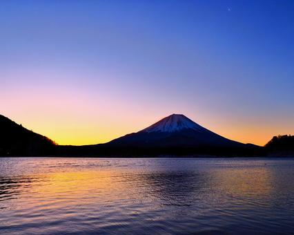 Mt. Fuji greets the morning