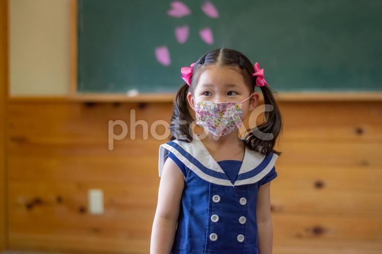 マスクをしている子供の写真