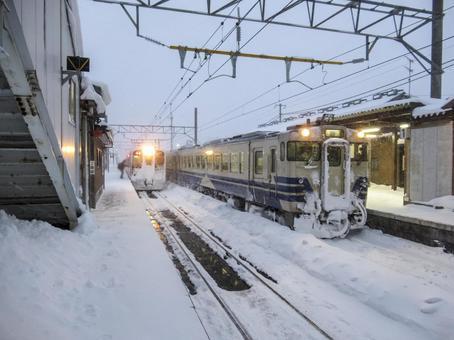 쓰가루 선 蟹田 역