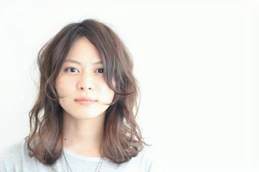 在一家美容院的頭髮模型女性沙龍模型