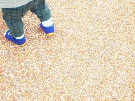 걷는 어린이의 다리