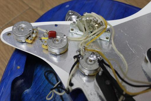 Wiring of electric guitar