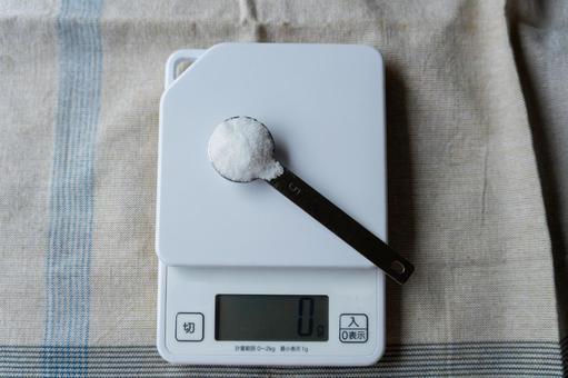 Measure salt with a measuring machine