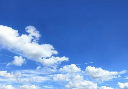 푸른 하늘과 흐르는 구름