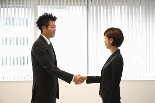 公司員工2握手