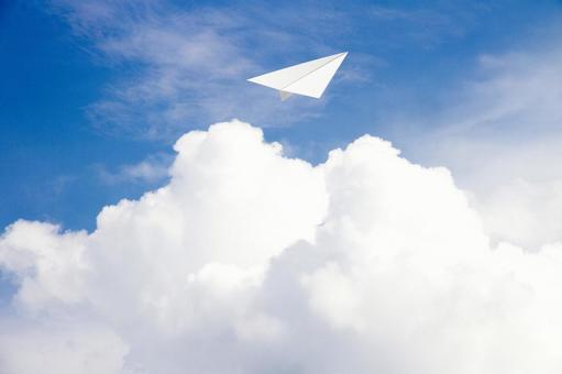 여름 하늘과 종이 비행기
