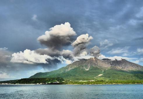 Scenery of Sakurajima erupting in fine weather