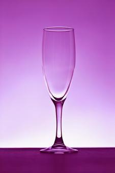 的香槟酒杯紫色背景3玻璃相片