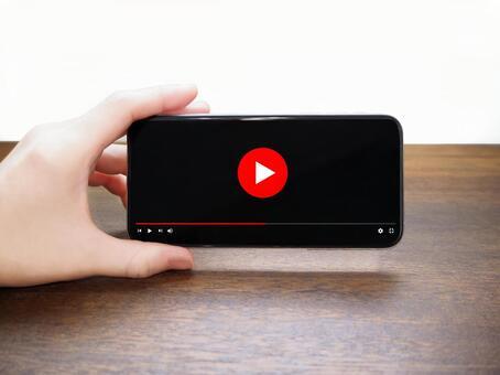 Smartphone video Women's hand wood grain