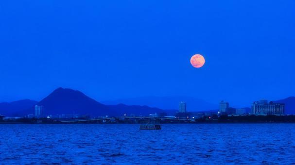 호수의 달