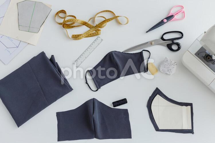 マスク作りのテーブル9の写真