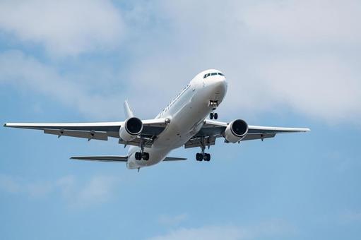 Passenger plane approaching Haneda Airport B runway